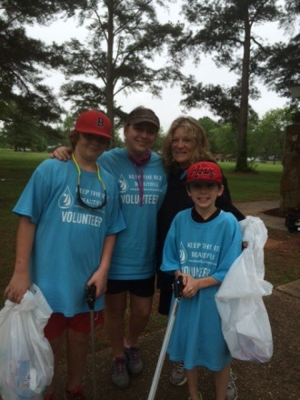 Volunteers picked up litter and planted native ferns and plants at Lakeshore Park!
